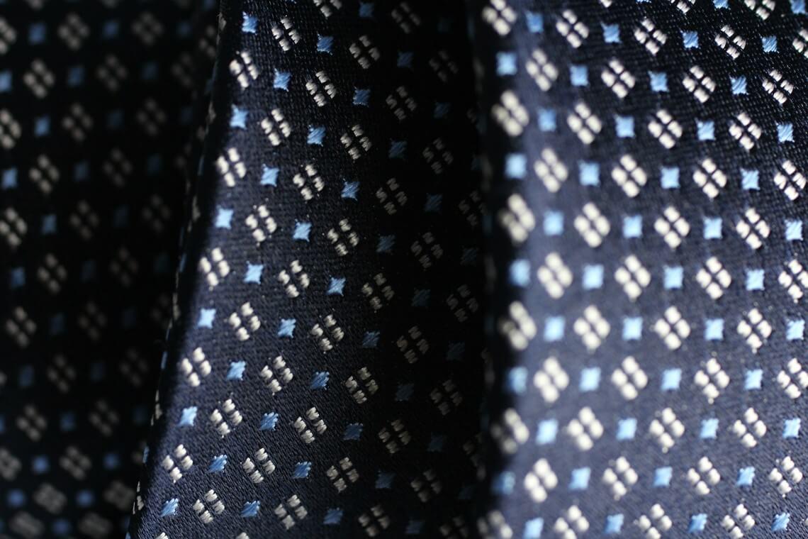 Krawattenschal richtig binden