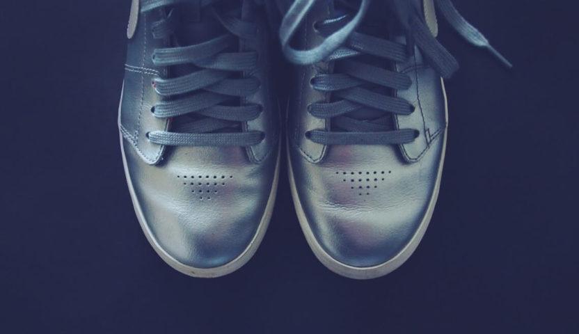 Sneaker zum Anzug