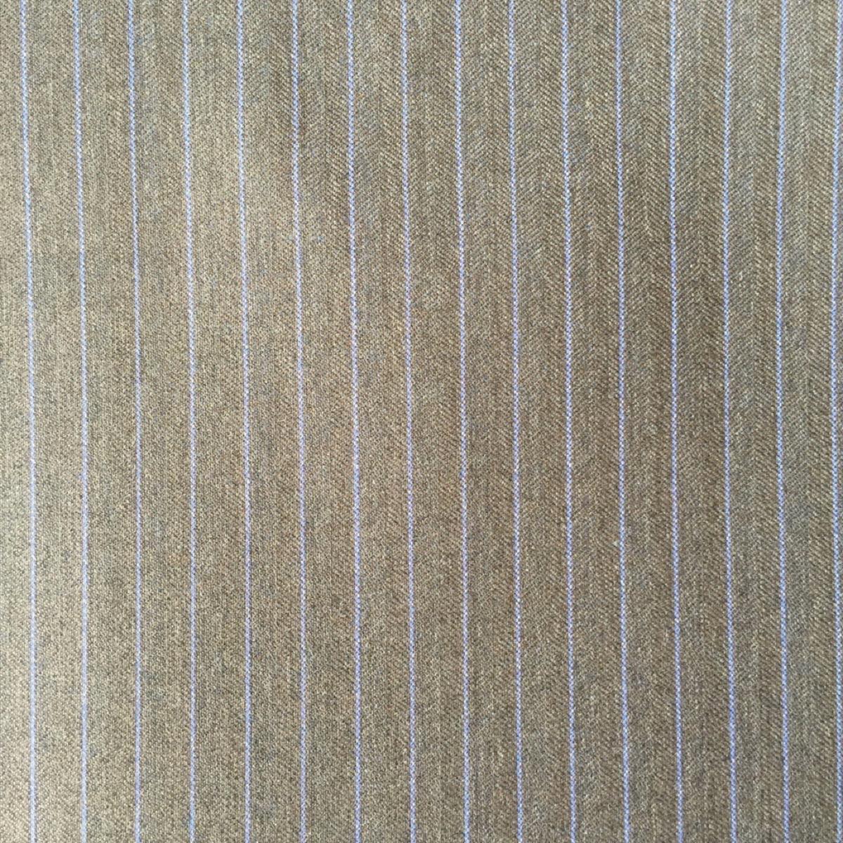 Hochwertige Schurwollen S150 Qualität mit Seidenbeimischung auf brauner Basis mit trendigem blauen Nadelstreif