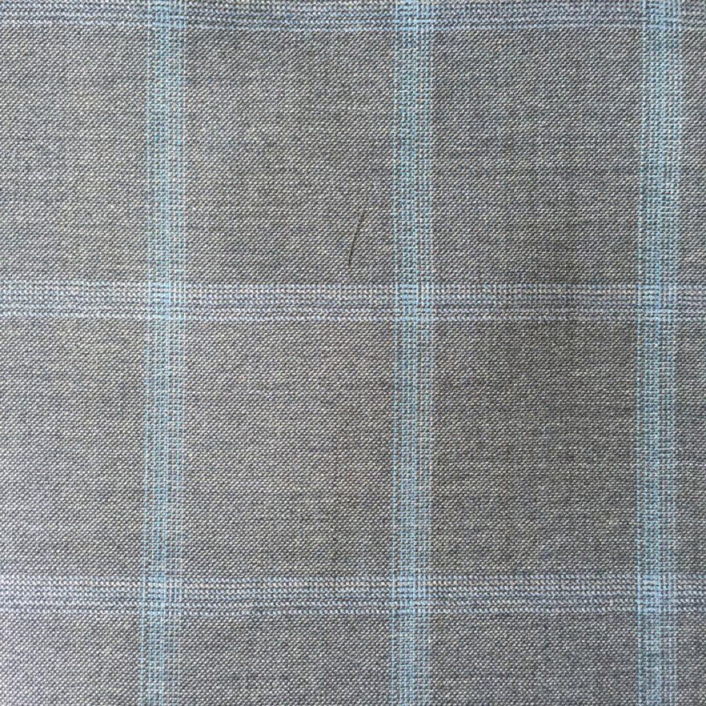Hochwertigste Schurwollen S150 Qualität mit 15% Seidenbeimischung auf grauer Basis und trendigem hellblauen Gitterkaro